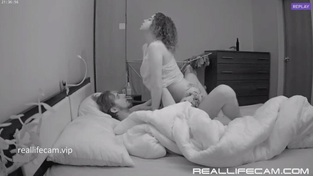 2018 HD RealLifeCam Maya and Passionate Sex in Bedroom