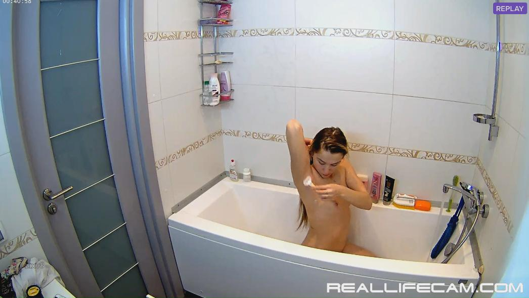 RealLifeCam Nelly Sexy Nude Guest Girl Shower