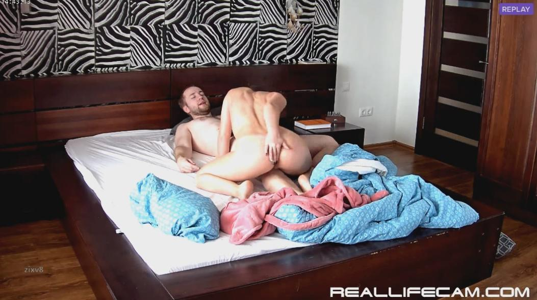 RealLifeCam Leora Suck and Pussy Licking in Bedroom