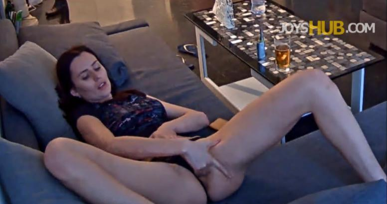 RealLifeCam HD Luci Masturbation in Living room