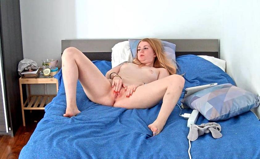 Reallifecam Anastasia Pink Pussy Masturbation in Bedroom