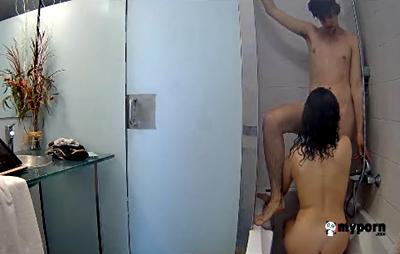 RealLifeCam Emma and Julion Blowjobs in the bathtub