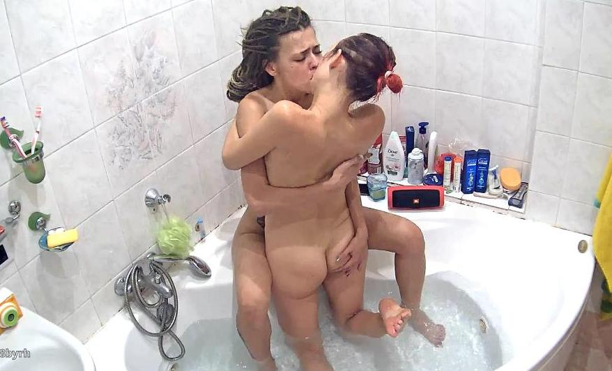 Reallifecam Masha and Dasha Girl on Girl Sex in Jacuzzi